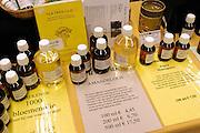 Nederland, Nijmegen, 2-3-2003..Geneeskrachtige olie op een paranormaal beurs...New age, bijgeloof, alternatieve geneeskunde..kwakzalverij, suggestie, gezondheid..Foto: Flip Franssen