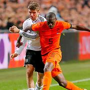 NLD/Amsterdam/20121114 - Vriendschappelijk duel Nederland - Duitsland, Thomas Muller in duel met Bruno Martins Indi