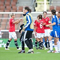 Fotball<br /> EM kvinner 2009<br /> Norge v Frankrike 1-1<br /> 30.08.2009<br /> Foto: Jussi Eskola, Digitalsport<br /> NORWAY ONLY<br /> <br /> Ingvild Stensland og Camilla Huse
