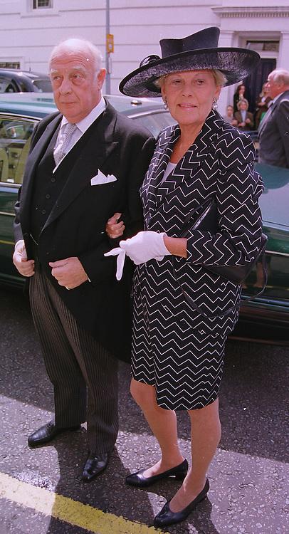 PRINCE & PRINCESS RUPERT VON LOEWENSTEIN at a wedding in London on 5th June 1999.MSW 43