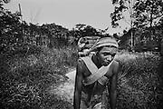 Fernch guiana, ipoussing, approuague.<br /> <br /> Zone d'orpaillage clandestine situee au bord de l'Approuague. Les pirogues bresiliennes assurent le ravitaillement de marchandises et des hommes depuis la frontiere guyanaise. Un reseau de sentiers parcourt la foret et alimente les differents sites.