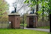 APELDOORN, 09-06-2021 , Kroondomein Het Loo<br /> <br /> Kroondomein Het Loo is een landgoed op de Veluwe, in de Nederlandse provincie Gelderland. Het is het grootste landgoed van Nederland en omvat ongeveer 10.400 hectare.<br /> <br /> Op de foto:  Toegang tot Het Oude Loo