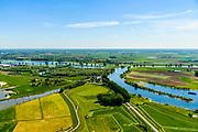 Nederland, Gelderland, Gemeente Maasdriel, 13-05-2019; Heerewaarden, Kanaal van Sint Andries met sluis, verbinding tussen Waal en Maas (achtergrond) elkaar bijna raken. Op de landengte ligt ook Fort Sint-Andries. In  het kader van het Maasoeverpark, zal er een ontwikkeling plaatsvinden van een landschapspark. Daarin ruimte voor de natuur, de landbouw en  'ruimte voor de rivier'  (bescherming tegen hoogwater door waterstandverlaging).<br /> Heerewaarden, where the river Maas (Meuse, right) and Waal almost touch, divided bij a isthmus. In to the canal the lock of St. Andries and an old fortress. <br /> Part of Maasoeverpark, development of a landscape park in which space for nature is combined with 'space for the river', protection against high water by lowering the water level.<br /> aerial photo (additional fee required);<br /> luchtfoto (toeslag op standard tarieven);<br /> copyright foto/photo Siebe Swart