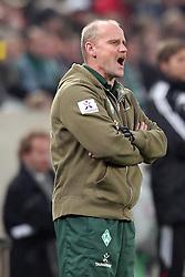 19.11.2011, BorussiaPark, Mönchengladbach, GER, 1.FBL, Borussia Mönchengladbach vs SV Werder Bremen, im BildThomas Schaaf (Trainer Werder Bremen) schreit // during the 1.FBL, Borussia Mönchengladbach vs Werder Bremen on 2011/11/19, BorussiaPark, Mönchengladbach, Germany. EXPA Pictures © 2011, PhotoCredit: EXPA/ nph/ Mueller..***** ATTENTION - OUT OF GER, CRO *****