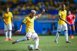 Dani Alves na partida entre Brasil x Chile, válida pelas oitavas de final da Copa do Mundo 2014, no Estádio Mineirão, em Belo Horizonte. FOTO: Jefferson Bernardes/ Agência Preview