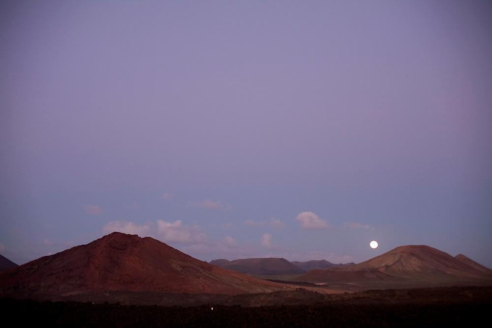 Parque nacional del Timanfaya visto desde los Hervideros. Isla de Lanzarote.
