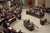 20 JAN 2000, BERLIN/GERMANY:<br /> Wolfgang Schäuble, CDU Vorsitzender und CDU/CSU Fraktionsvorsitzender, spricht während der Debatte zur CDU Spendenaffäre vor gut besetztem Plenum, der Platz von Helmut Kohl bleibt allerdings leer, Deutscher Bundestag<br /> IMAGE: 20000120-01/02-28<br /> KEYWORDS: Wolfgang Schaeuble
