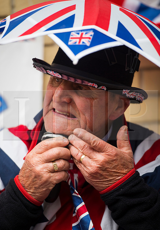 25/04/2015. Royal fan Terry Hutt shaving outside the Lindo Wing of St Mary's hospital in Padding, where The Duchess is due to give birth. Terry Hutt is sleeping outside the wing in order to be there when the Duchess comes out. Photo credit: Ben Cawthra