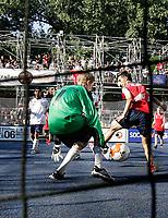 Fotball<br /> Streetfotball<br /> Foto: imago/Digitalsport<br /> NORWAY ONLY<br /> <br /> 02.07.2006  <br /> <br /> Streetfootballworld Festival 2006: Spielszene aus der Partie Street League (England, weiß)  gegen Streetfootball Norge