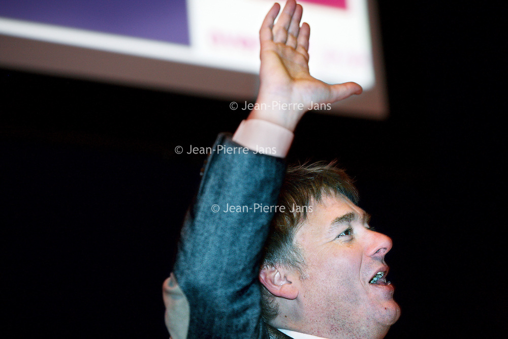 Nederland, Rotterdam , 28 januari 2011..De Nationale Kansdenkdag organiseert landelijk inspirerende Kansdenkdagen vanuit het concept Kansdenken. Op uw verzoek organiseren wij zelfs uw eigen incompany Kansdenkdag! De Nationale Kansdenkdag is een initiatief van Svelar Vitaal..Op de foto De superpromoter Rijn vogelaar tijdens zijn presentatie..Foto:Jean-Pierre Jans
