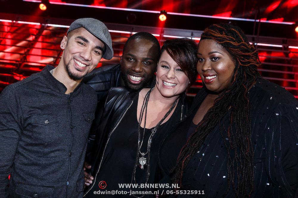 NLD/Hilversum/20131107- The Voice of Holland 1e live uitzending, Wudstik, Bylear Sumter, coach Trijntje Oosterhuis en Shirma Rouse