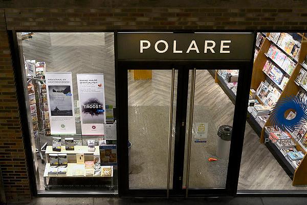 Nederland, Nijmegen, 27-1-2014De vestiging van Polare in het centrum van Nijmegen is vanaf morgen gesloten. Tijdelijk volgens de directie. In de etalage reclame voor het boek Troost van Arie Boomsma...Foto: Flip Franssen/Hollandse Hoogte