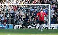 Fotball<br /> Premier League England 2004/2005<br /> Foto: SBI/Digitalsport<br /> NORWAY ONLY<br /> <br /> 30.10.2004<br /> Portsmouth v Manchester United<br /> <br /> Portsmouth's   David Unsworth scores a goal against Manchester as Rooney looks on.