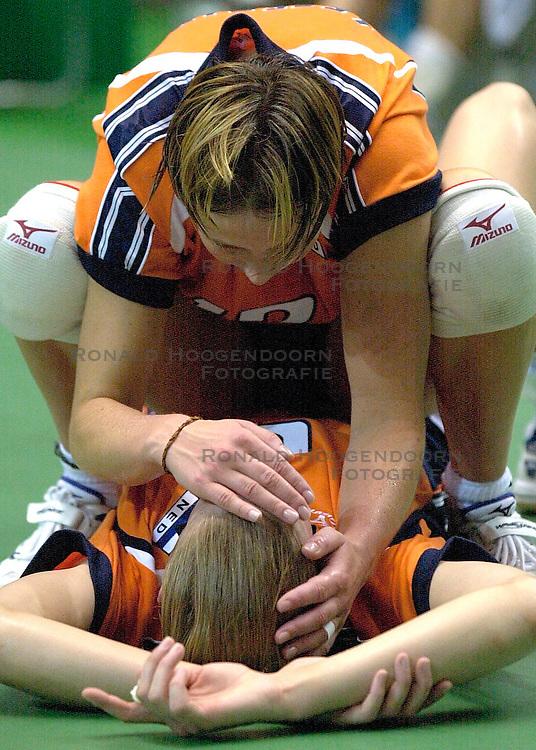 22-06-2000 JAP: OKT Volleybal 2000, Tokyo<br /> Nederland - Korea 3-1 / Chaine Staelens en Elles Leferink