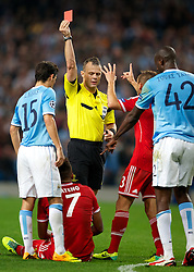 02.10.2013, Etihad Stadion, Manchester, ENG, UEFA Champions League, Manchester City vs FC Bayern Muenchen, Gruppe D, im Bild Bayern Munich's Jerome Boateng sent off by referee Bjorn Kuipers after getting a red card against Manchester City during the UEFA Champions League Group D match between Manchester City vs FC Bayern Munich at the Etihad Stadium, Manchester, Great Britain on 2013/10/02. EXPA Pictures © 2013, PhotoCredit: EXPA/ Propagandaphoto/ David Rawcliffe<br /> <br /> ***** ATTENTION - OUT OF ENG, GBR, UK *****