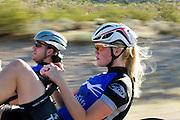 Christien Veelenturf en Rik Houwers trainen net buiten Las Vegas. Beide fietsers zijnet het Human Power Team Delft en Amsterdam in Amerika voor de de World Human Powered Speed Challenge. Tijdens deze wedstrijd wordt geprobeerd zo hard mogelijk te fietsen op pure menskracht. Ze halen snelheden tot 133 km/h. De deelnemers bestaan zowel uit teams van universiteiten als uit hobbyisten. Met de gestroomlijnde fietsen willen ze laten zien wat mogelijk is met menskracht. De speciale ligfietsen kunnen gezien worden als de Formule 1 van het fietsen. De kennis die wordt opgedaan wordt ook gebruikt om duurzaam vervoer verder te ontwikkelen.<br /> <br /> In Battle Mountain (Nevada) each year the World Human Powered Speed Challenge is held. During this race they try to ride on pure manpower as hard as possible. Speeds up to 133 km/h are reached. The participants consist of both teams from universities and from hobbyists. With the sleek bikes they want to show what is possible with human power. The special recumbent bicycles can be seen as the Formula 1 of the bicycle. The knowledge gained is also used to develop sustainable transport.