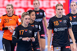 14-12-2018 FRA: Women European Handball Championships France - Netherlands, Paris<br /> Second semi final France - Netherlands / Nycke Groot #17 of Netherlands