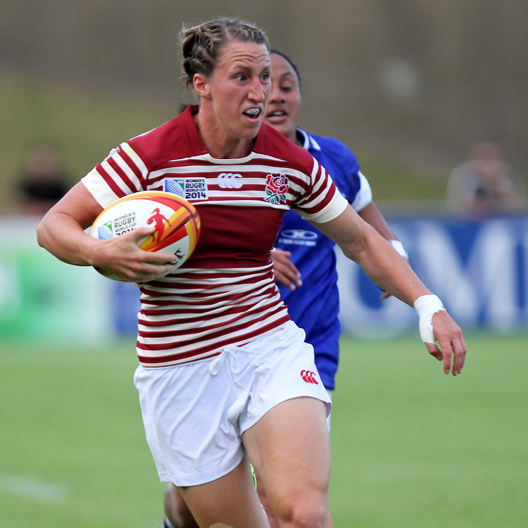 Kat Merchant makes a break and goes on to score a try. England v Samoa Pool A group game, WRWC 2014 at Centre National de Rugby, Marcoussis, France, on 1st August 2014
