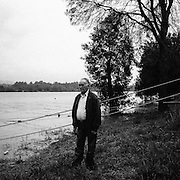José Gomes is an illegal emigrant who crossed the Minho river, Portugal during the 60's, taking the Leap to France