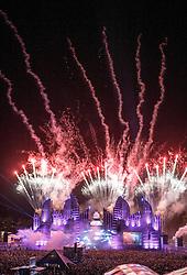 28.07.2016, Schwarzlsee, Unterpremstätten bei Graz, AUT, Lake Festival, im Bild ein Feuerwerk über der Hauptbühne // Fireworks over the main stage during the Lake Festival at the Schwarzl Lake, Unterpremstaetten at Graz, Austria on 2016/07/28, EXPA Pictures © 2016, PhotoCredit: EXPA/ Erwin Scheriau