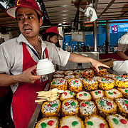 2011 08 Beijing Kina China<br /> Lokal matmarknad i centrala Beijing som säljer skorpioner, orm, skalbaggar silkes maskar och övriga kinesiska delikatesser<br /> <br /> ----<br /> FOTO : JOACHIM NYWALL KOD 0708840825_1<br /> COPYRIGHT JOACHIM NYWALL<br /> <br /> ***BETALBILD***<br /> Redovisas till <br /> NYWALL MEDIA AB<br /> Strandgatan 30<br /> 461 31 Trollhättan<br /> Prislista enl BLF , om inget annat avtalas.