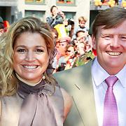 NLD/Weert/20110430 - Koninginnedag 2011 in Weert, Maxima en partner Willem - Alexander
