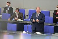 DEU, Deutschland, Germany, Berlin, 05.05.2021: Kanzleramtsminister Helge Braun (CDU) stellt sich den Fragen der Abgeordneten bei der Regierungsbefragung in der Plenarsitzung im Deutschen Bundestag.