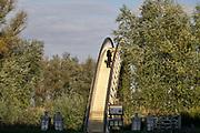 Nederland, Nijmegen, 6-10-2020  Straatbeelden van deze stad in Gelderland . Het bruggetje de Ooypoort verbindt de stad met de ooijpolder .Foto: ANP/ Hollandse Hoogte/ Flip Franssen