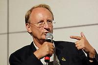 """22 AUG 2005, BERLIN/GERMANY:<br /> Klaus Staeck, Grafiker, waehrend einer Diskussion zum Thema """"7 Jahre rot-gruene Kulturpolitik"""", Palais der Kulturbrauerei<br /> IMAGE: 20050822-03-072"""