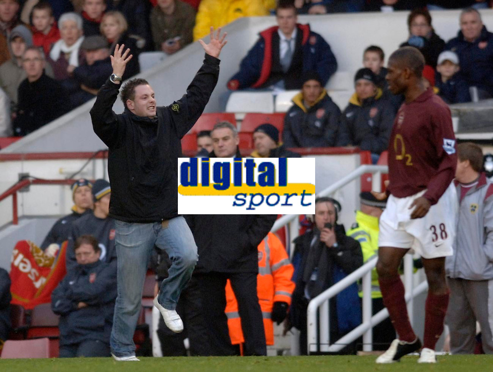 Photo: Daniel Hambury.<br />Arsenal v Cardiff City. The FA Cup. 07/01/2006.<br />A Cardiff fan runs onto the pitch past manager Dave Jones and gestures at Arsenal's Kerrea Gilbert.