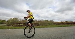 THEMENBILD - ein Tourist auf einem Einrad Fahrrad fährt auf einer Hauptstrasse bei Glen Bernisdale, Schottland, aufgenommen am 10. Juni 2015 // a tourist on a unicycle bicycle is traveling on a main road in Glen Bernisdale, Scotland on 2015/06/10. EXPA Pictures © 2015, PhotoCredit: EXPA/ JFK