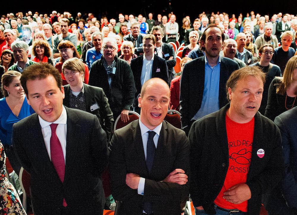 Nederland, Leeuwarden, 27 april 2013.PvdA congres in WTC Leeuwarden..Aan het eind van het congres wordt de internationale gezongen. .Asscher, Samsom, Spekman op de eerste rij..Foto(c): Michiel Wijnbergh