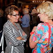 NLD/Amsterdam/20110929 - Presentatie biografie Mies Bouwman, Janine van den Ende - Klijburg in gesprek met Martine Bijl