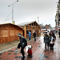 Nederland, Amsterdam, 19 november 2013.<br /> Opbouw Kerstmarkt op de Damrak.<br /> <br /> Foto:Jean-Pierre Jans