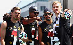 15.07.2014, Brandenburger Tor, Berlin, GER, FIFA WM, Empfang der Weltmeister in Deutschland, Finale, im Bild vl. Ron-Robert Zieler (GER), Jerome Boateng (GER) Sami Khedira (GER) und Per Mertesacker (GER) // during Celebration of Team Germany for Champion of the FIFA Worldcup Brazil 2014 at the Brandenburger Tor in Berlin, Germany on 2014/07/15. EXPA Pictures © 2014, PhotoCredit: EXPA/ Eibner-Pressefoto/ Pool<br /> <br /> *****ATTENTION - OUT of GER*****