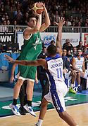 DESCRIZIONE : Cantu' campionato serie A 2013/14 Acqua Vitasnella Cantu' Montepaschi Siena<br /> GIOCATORE : Jeff Viggiano<br /> CATEGORIA : tiro<br /> SQUADRA : Montepaschi Siena<br /> EVENTO : Campionato serie A 2013/14<br /> GARA : Acqua Vitasnella Cantu' Montepaschi Siena<br /> DATA : 24/11/2013<br /> SPORT : Pallacanestro <br /> AUTORE : Agenzia Ciamillo-Castoria/R.Morgano<br /> Galleria : Lega Basket A 2013-2014  <br /> Fotonotizia : Cantu' campionato serie A 2013/14 Acqua Vitasnella Cantu' Montepaschi Siena<br /> Predefinita :