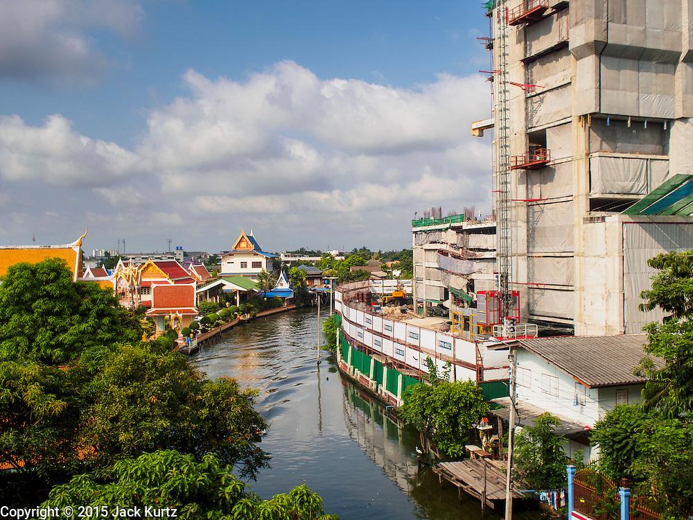 20 APRIL 2015 - BANGKOK, THAILAND:    A new residential construction project along Khlong Dan in the Thonburi section of Bangkok.  PHOTO BY JACK KURTZ