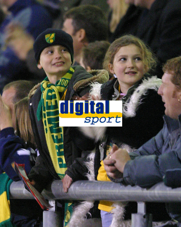 Photo: Dave Linney.<br />Crewe Alexandra v Norwich City. Coca Cola Championship.<br />10/12/2005. Two happy city fans at the end of the game against Crewe.