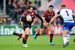 Alex Goode (Saracens) goes on the attack - Photo mandatory by-line: Patrick Khachfe/JMP - Tel: Mobile: 07966 386802 18/01/2014 - SPORT - RUGBY UNION - Allianz Park, London - Saracens v Connacht Rugby - Heineken Cup.