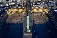 France, Paris (75), Place Vendôme, la colonne Vendôme avec la statue de Napoléon en César de Auguste Dumont // France, Paris, Place Vendome, the Vendome column with the statue of Napoleon as Caesar by Auguste Dumont