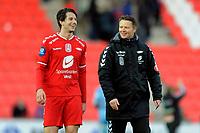 Fotball<br /> 26. April 2013<br /> Tippeligaen<br /> Brann Stadion<br /> Brann - Odd 2 - 0<br /> En glad tippeliga debutant Henrik Gjesdal (L) får gratulasjoner av trener Rune Skarsfjord (R) , Brann<br /> Foto Astrid M. Nordhaug