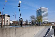 Hoofdkantoor Eurojust in Den Haag. Aan de linkerzijde het gebouw van Joegoslaviëtribunaal en het kunstwerk van Auke de Vries   Eurojust headquarters in The Hague. On the left side the building of the International Criminal Tribunal for the former Yugoslavia (ICTY) and the artwork of Auke de Vries.