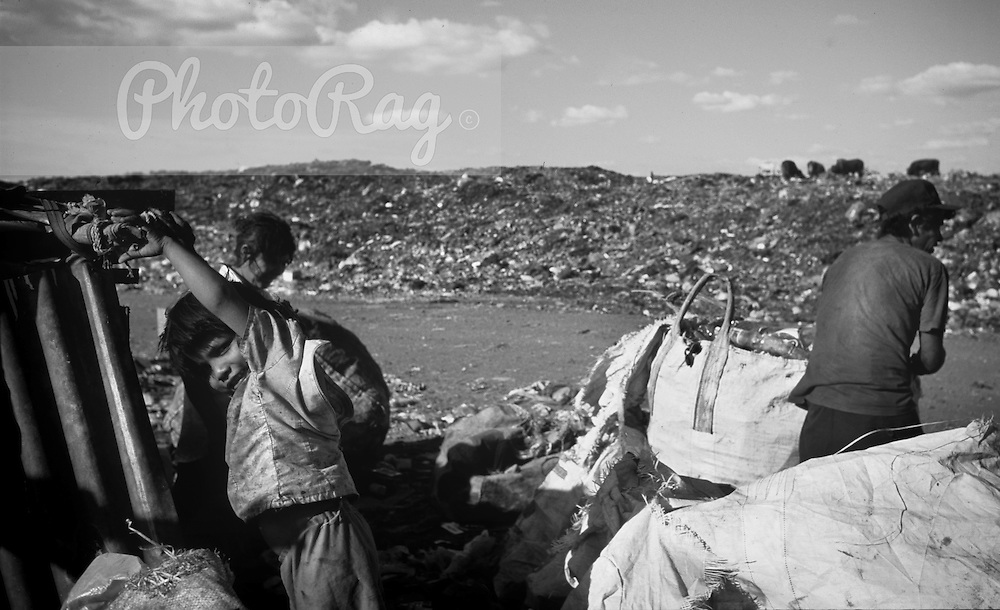 Basurero La Chureca - The 'waste basket of Chureca' has existed since the.late 1980's in the Acahualinca district of Managua, Nicaragua. It covers 42.hectares, is bombarded with thousands of tonnes of waste a day and is home.to over 170 struggling families. By day over 1500 more Nicaraguans arrive.at the site, many of whom are children who have been sent by their parents,.others como by their own initiative. All compete with the adults to find, harvest.and; later re-sell 'recyclable' material. Of the minors who go to the 'La .Chureca' 88% have respiratory problems, 62% suffer from parasites and 42%.have serious skin diseases.