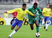 Fotball <br /> FIFA World Youth Championships 2005<br /> Emmen<br /> Nederland / Holland<br /> 12.06.2005<br /> Foto: Morten Olsen, Digitalsport<br /> <br /> Brasil v Nigeria 0-0<br /> <br /> Edcarlos - Brasil<br /> Solomon Okoronkwo - Nigeria