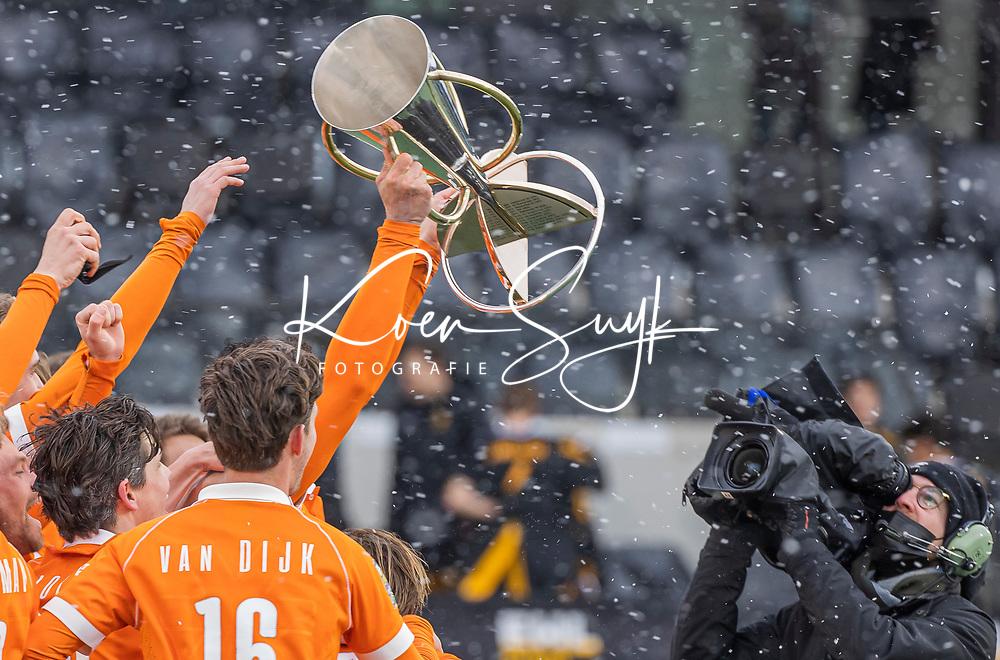 AMSTELVEEN - Vreugde Bloemendaal  na de Euro Hockey League finale mannen, Atletic Terrassa (Sp) - HC Bloemendaal (2-5).  .COPYRIGHT KOEN SUYK