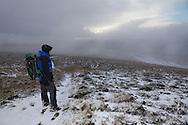 Descending the wide grassy plateau towards Milltir Gerrig