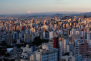 Belo Horizonte_MG, Brasil...Vista panoramica da regiao centro-sul de Belo Horizonte e a Serra do Curral ao fundo...Panoramic view of center-south in Belo Horizonte and in the background Serra do Curral...Foto: BRUNO MAGALHAES / NITRO