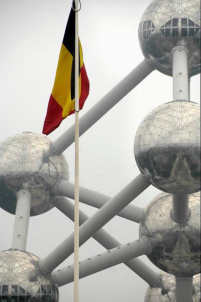 Belgie, Brussel, 28-7-2011Het Atomium in Heyzel bij Brussel. Gebouwd voor de Wereldtentoonstelling van 1958. Het stelt een ijzerkristal voor. Het is het nationale symbool van Belgie geworden. The Atomium in Heysel in Brussels. The contribution of Belgium to the World Exhibition of 1958. It is an iron crystal. It is the national symbol of Belgium.