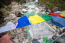"""THEMENBILD - Tibetische Gebetsfahnen auf einer Hängebrücke. Wanderung im Sagarmatha National Park in Nepal, in dem sich auch sein Namensgeber, der Mount Everest, befinden. In Nepali heißt der Everest Sagarmatha, was übersetzt """"Stirn des Himmels"""" bedeutet. Die Wanderung führte von Lukla über Namche Bazar und Gokyo bis ins Everest Base Camp und zum Gipfel des 6189m hohen Island Peak. Aufgenommen am 08.05.2018 in Nepal // Trekkingtour in the Sagarmatha National Park. Nepal on 2018/05/08. EXPA Pictures © 2018, PhotoCredit: EXPA/ Michael Gruber"""