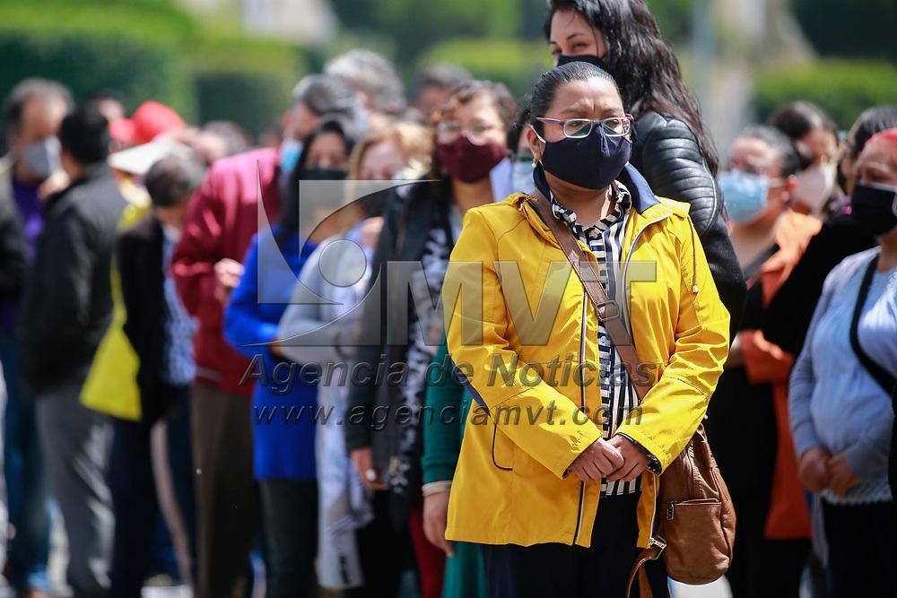 Toluca, México.- Al rededor de 3500 empleados fueron evacuados de las oficinas gubernamentales municipales y estatales durante el Simulacro Nacional que se realizó con la hipótesis de un sismo de 8.1 grados. Agencia MVT / Jonathan Mondragón.